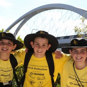 Students-Walk-for-Charity--West-End-Magazine-Gallery-1